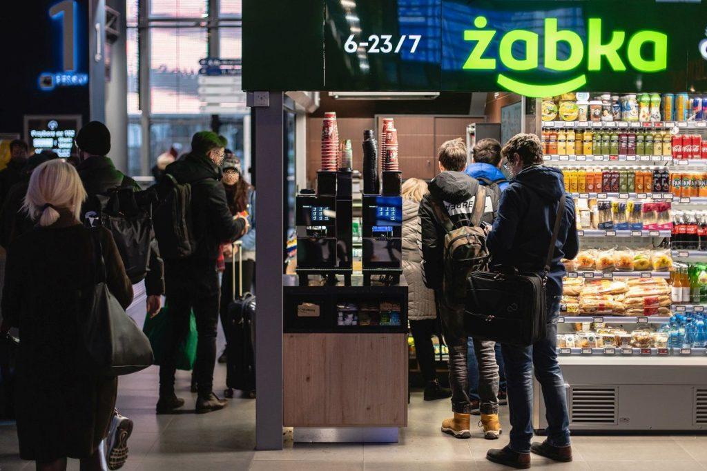 Żabka_Dworzec_Poznań_retail_journal_2